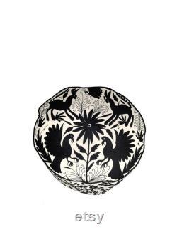 Otomi pouf. Black white round 28